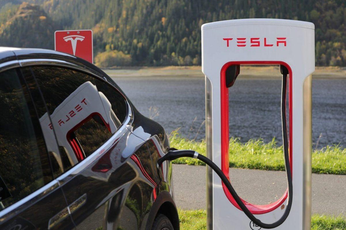 Pe scurt: Elon Musk vrea sa isi transforme conceptul Tesla in cripto?